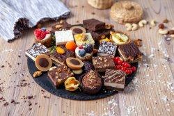 Cutie mixată de prăjituri  image