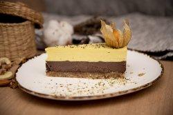 Tort cu ciocolată,  mango și fructul pasiunii image