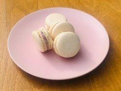 Macarons cu ciocolată albă și zmeură image
