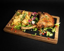 Cotlet de porc cu cartofi cu rozmarin image