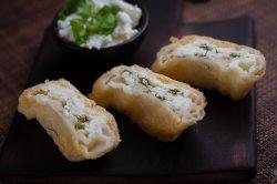 Plăcintă cu brânză sărată și verdeață
