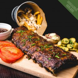 Coaste de porc BBQ și cartofi prăjiți image
