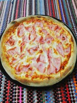 Pizza cu șuncă 1+1 Gratuit + Suc gratis image