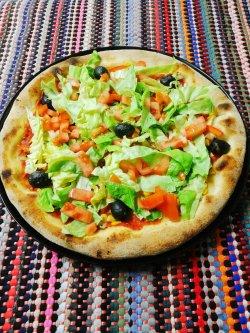 Pizza de post 1+1 Gratuit + Suc gratis image