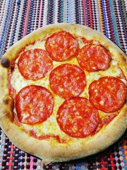 Pizza picantă 1+1 Gratuit + Suc gratis image