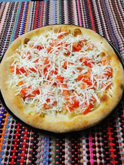 Pizza tiganeasca  1+1 Gratuit + Suc Gratis image