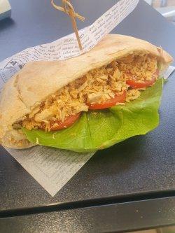 Sandwich cu pui image