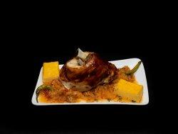 Varza cu ciolan de porc intreg image
