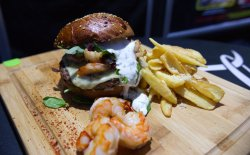 Meniu burger de vită cu creveți       image