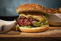 Beff Burger cu hribi, brie și cartofi a la greek image