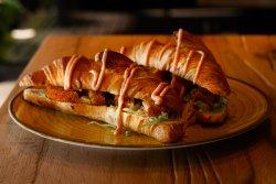 Croissant cu snițel de pui crocant  image