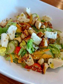 Salată mixtă cu piept de pui image