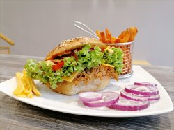 50% reducere: Pulled chicken bagel image