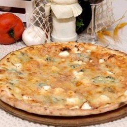 Quatro Formaggi (QPizza) + o băutură GRATUIT