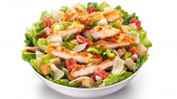 Salată cu pui crispy image