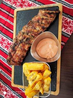 Coaste de porc cu cartofi prajiti si sos rib`s image