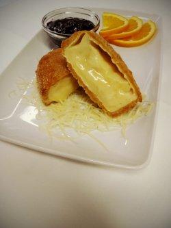 Camembert pane cu dulceață de afine și portocală