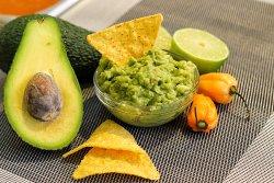 Nachos cu salsa Guacamole image