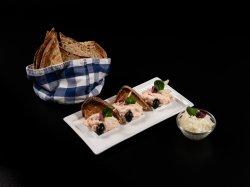 Salată de icre de crap cu măsline, ceapă image