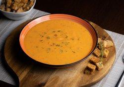 Supă cremă de legume și crutoane image