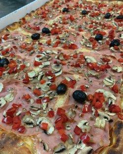 Pizza Family - Quattro Stagioni + o băutură gratis image