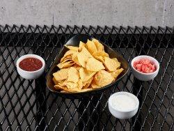 Nachos cu 3 tipuri de salsa image