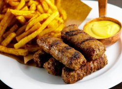 5 Mici cu Muștar și Cartofi Prăjiți image