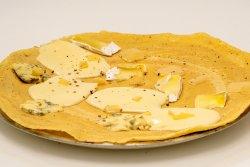 Clătită zăpăcită quattro formaggi image