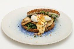 Open Toast cu ou poșat image