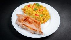 Ceafă de porc la cuptor și orez cu legume image