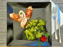 Involtini de pui cu sote de broccoli image
