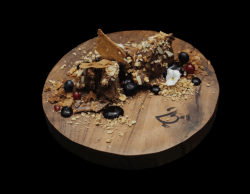 Mousse de ciocolată cu fructe de padure image