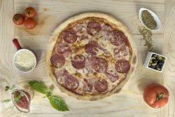 Pizza Prosciutto Salami image