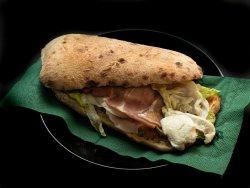 Prosciutto crudo + mozzarella di bufala + insalata image