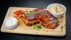 Coaste de pork louisiane cu salată coleslaw și sos tartar image