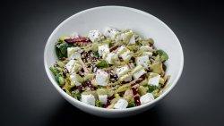 Salată cu brânză de capră și dressing de avocado și semințe image