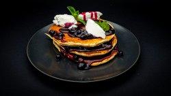 Pancakes cu ricotta și dulceață de afine image