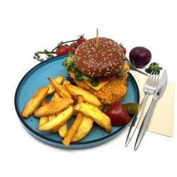 Burger de pui crispy cu cartofi prăjiți naturali image