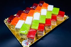 Platou mini prăjituri Tutti Frutti image