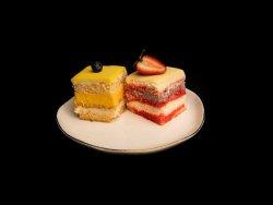 Prăjituri de casă asortate  image
