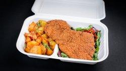 Șnițel de pui, cartofi copți și salată No Mayo Coleslaw image