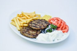 Biftek grecesc la farfurie image