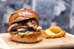 Black Peter burger image