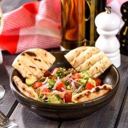 Salată cu avocado image