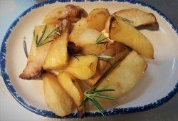 Patate all forno con rosmarino image