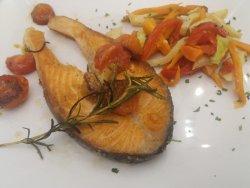 Trancio di salmone al pomodoro e rosmarino image