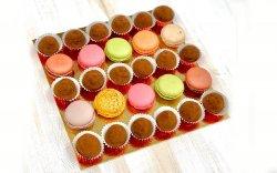 Platou Trufe ciocolată și Macarons image
