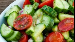 Salată roșii cu brânză image