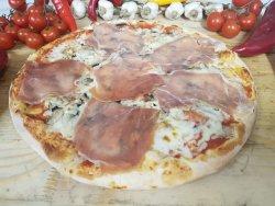 Pizza prosciutto crudo e funghi image