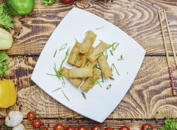 Pachetele de primavara cu pui+sos dulce-picant image